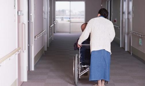 Ухаживать за пациентами на дому будут сиделки из пяти петербургских организаций