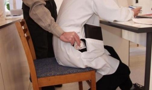 Полиция задержала врача 86-й поликлиники при попытке получить взятку