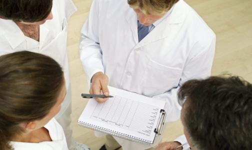 Нужно ли повышать зарплату врачам?