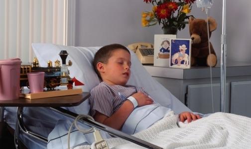 В каких больницах Петербурга пациенты лежат в коридоре
