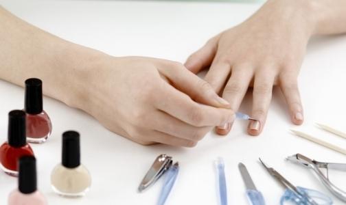 Роспотребнадзор: в российских парикмахерских и маникюрных салонах можно заразиться гепатитом