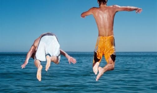 Пьяных и заплывающих за буйки на пляжах Петербурга будут штрафовать