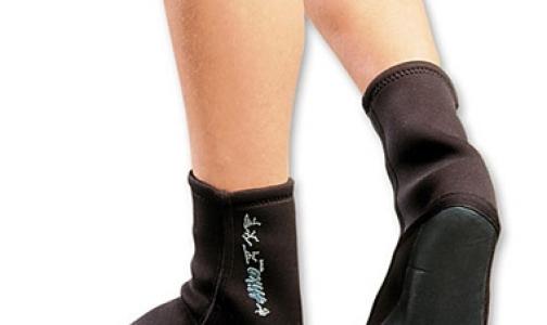 Главный миколог Петербурга: новые носки защитят военнослужащих от грибка стопы