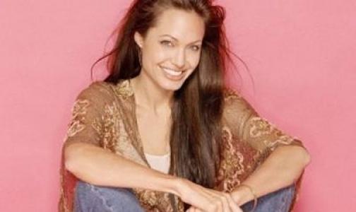 Анжелина Джоли удалила себе грудь из-за угрозы рака