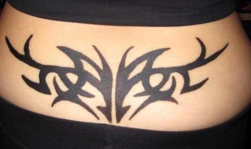 Тату-салоны хотят заставить предупреждать женщин об опасностях татуировок