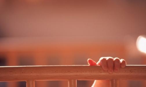 Чиновники привлекают внимание родителей к проблеме выпадения детей из окон