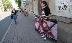 Противники абортов напугали петербуржцев жутким плакатом
