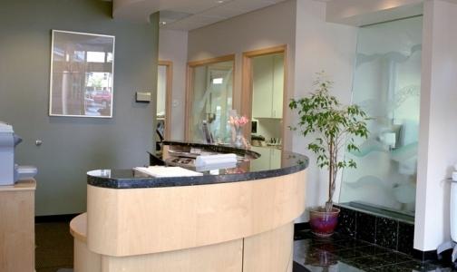 Стоматологическая клиника выплатила петербурженке 700 тысяч рублей после ареста счета