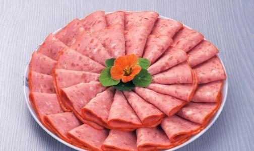 Российские эксперты нашли в белорусской колбасе опасные микробы