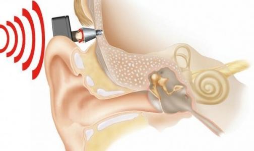 Создатели слухового аппарата и Билл Гейтс получили престижную премию по медицине