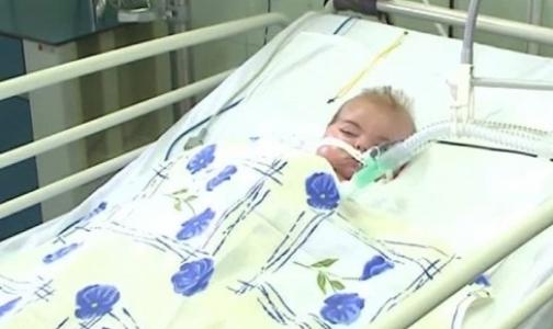 Петербургские врачи рассказали Павлу Астахову о состоянии ребенка, вывезенного из Славянска