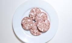 Колбасу Великолукского мясокомбината могут запретить из-за африканской чумы свиней