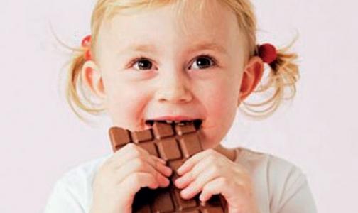 ВОЗ просит защитить детей от рекламы вредной еды