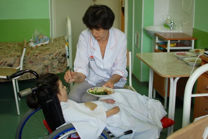 Ухаживать за сиротами в петербургских больницах будут волонтеры