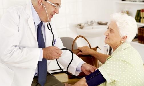 Под сокращение в Москве могут попасть врачи на пенсии