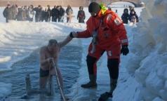 Петербургский врач рассказала, как правильно окунаться в крещенскую иордань