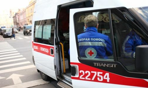 Взгляд на стремление в больницу из кабины «Скорой помощи»