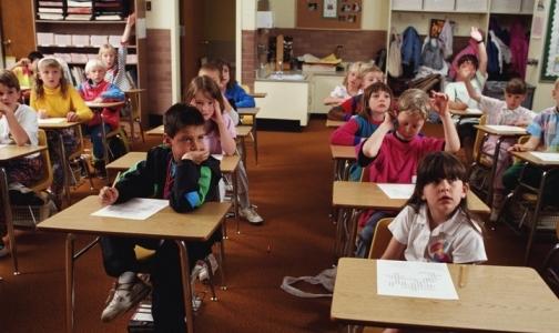 19 классов в школах Петербурга остаются на карантине