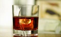 Роспотребнадзор осудил возвращение рекламы алкоголя
