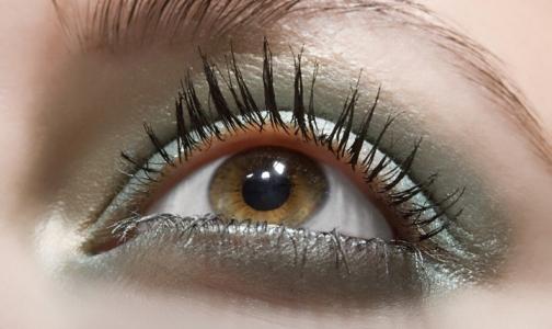 Петербургский врач рассказал, можно ли предотвратить развитие меланомы глаза
