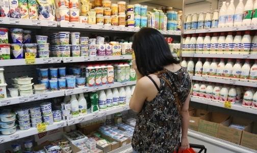 Петербуржцев предупреждают о поддельных твороге и сгущенке в магазинах