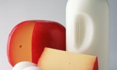 Роспотребнадзор назвал производителей контрафактных сосисок и молока
