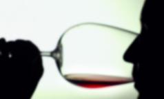 Петербургские врачи рассказали, можно ли лечиться вином