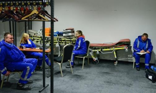 Петербургские «скорые» прибыли к месту опознания погибших в авиакатастрофе