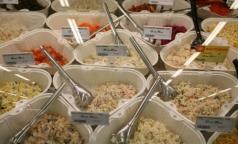 В салатах из петербургских супермаркетов обнаружили плесень и стафилококк