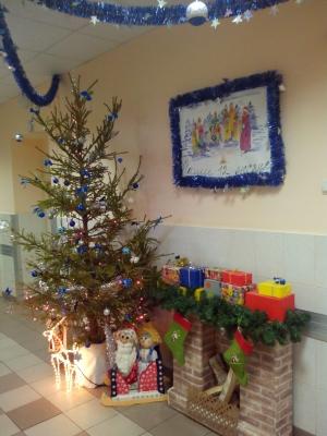 Отделения петербургских больниц украсили по-новогоднему