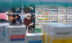 Продажи лекарств в аптеках падают, презервативов - растут