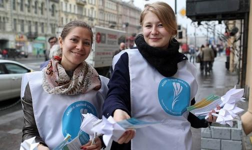 Белые бумажные цветы помогут в лечении тяжелобольных детей Петербурга