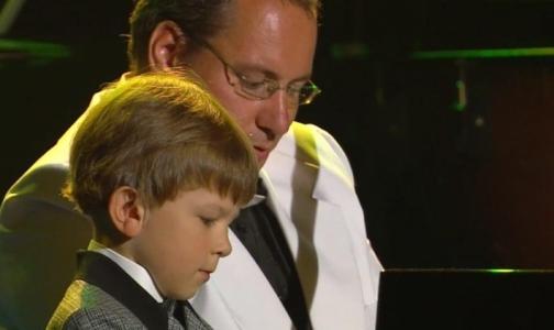 Неслышащий 7-летний россиянин стал одним из лучших музыкантов мира
