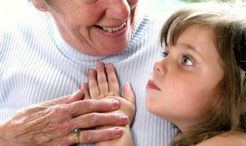 В петербургской поликлинике бабушек обязали приводить внуков с доверенностью
