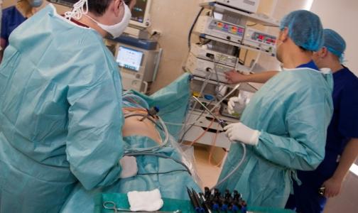 Российские хирурги вытащили из кишечника ребенка полуметровый ком волос