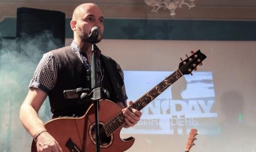 «Спасибо» за возвращение в жизнь: музыкант дарит своим врачам концерт в НИИ Поленова