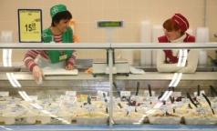 В Петербурге продают «сельдь под шубой» со стафилококком и плесенью