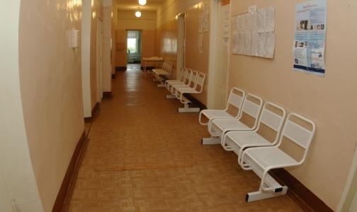 Прокуроры не смогли попасть к врачам детских поликлиник Красносельского района