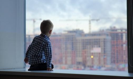 ВШадринске изокна квартиры выпала двухгодовалая девочка