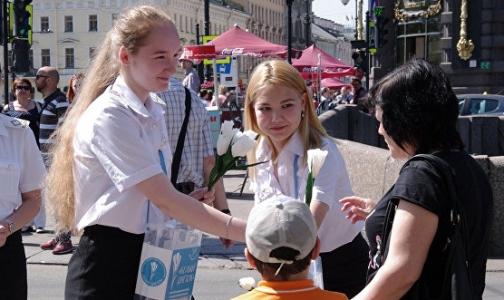 Петербуржцам подарят тысячи белых цветов для поддержки детей с тяжелыми заболеваниями
