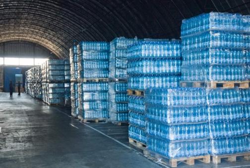 """Производители """"минералки"""" надеются на ужесточение правил производства бутилированной воды"""