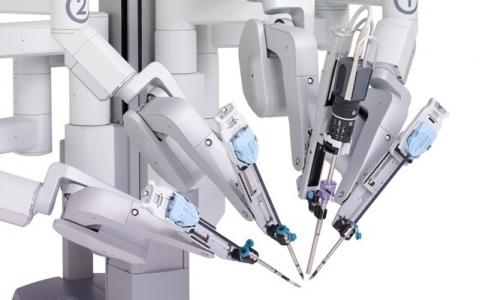 В Мариинской больнице будут оперировать с роботом da Vinci