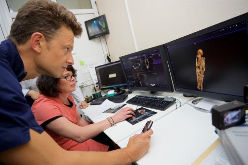 Эрмитаж привез мумию из древних Фив в больницу на обследование