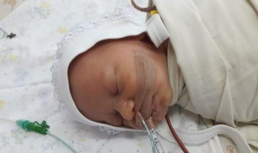Новорождённому Егору срочно нужна операция на сердце