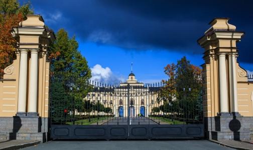 Участники банкета в Константиновском дворце попали в больницу с кишечной инфекцией