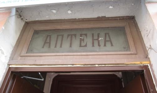 КГИОП пожаловался в полицию на замену старинного стекла в аптеке Пеля