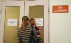Конституционный суд разрешил людям с ВИЧ усыновлять детей