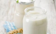 Эксперт рассказала, насколько термостатные кисломолочные продукты полезнее обычных
