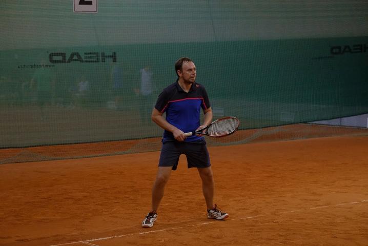 Врачи Петербурге встретились на теннисном корте (фоторепортаж)