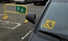 Инвалиды-автомобилисты начали получать новые знаки, но старые им нравятся больше